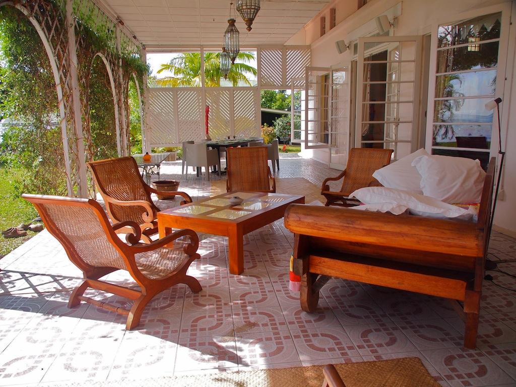 Tahiti grande maison coloniale en bord immédiat de lagon home