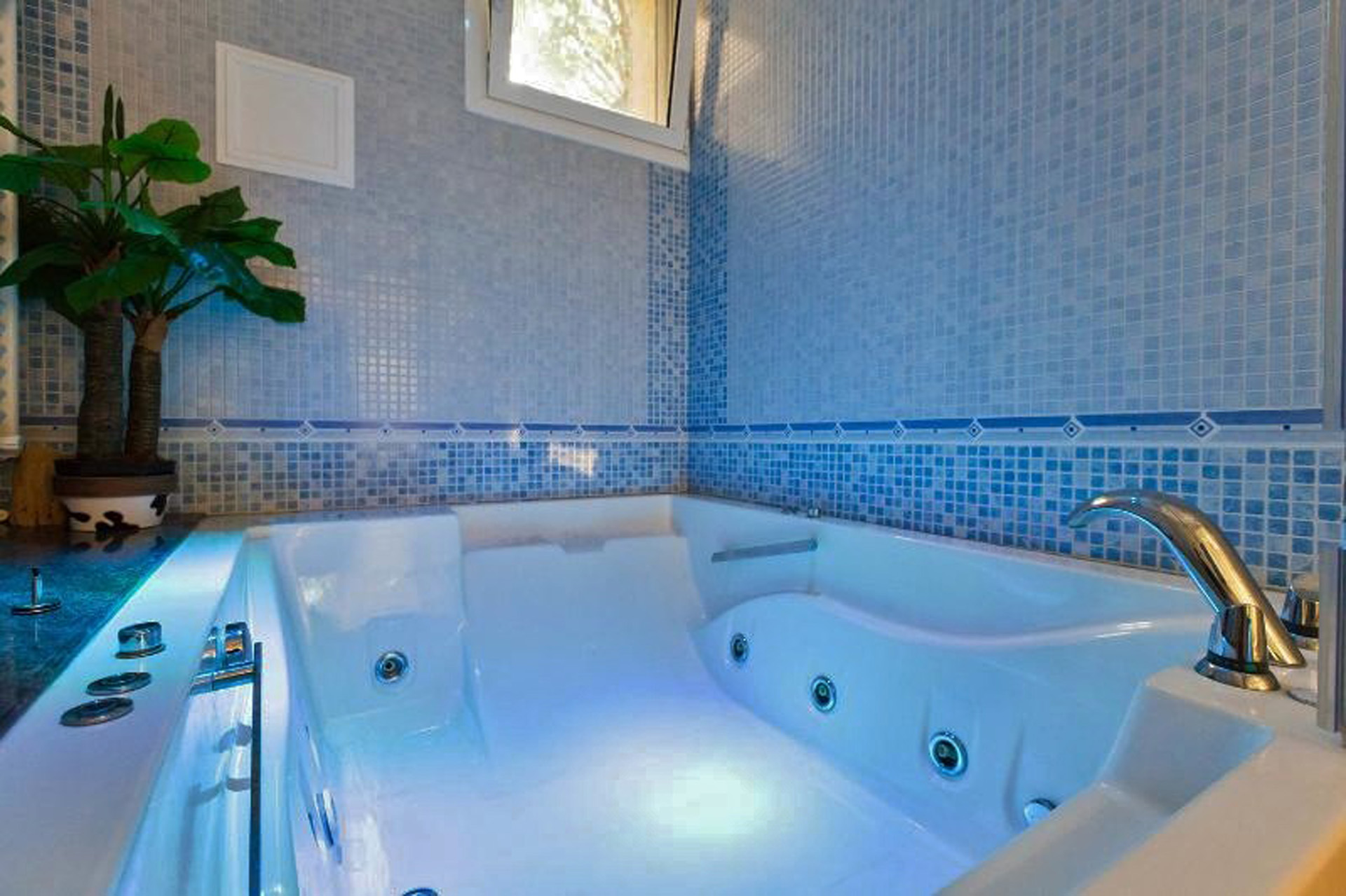 Charming Luxury 5400 sq.ft. Home with all Amenites. - Home Exchange