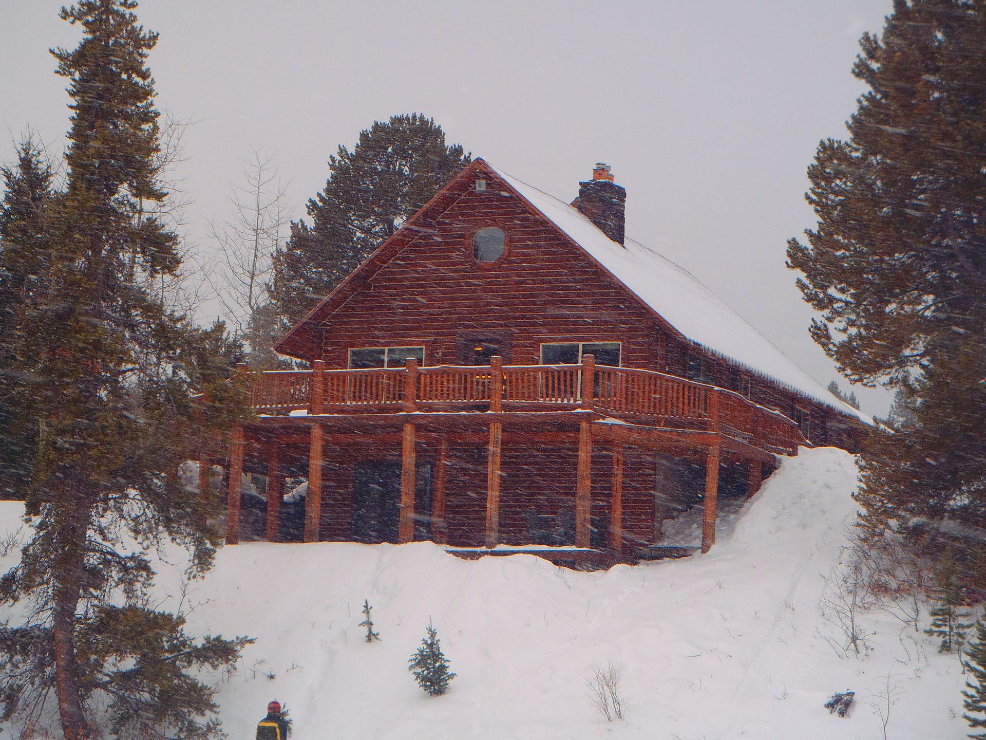 geyser national island lake lodge faithful lodgings rentals old park inn yellowstone cabins cabin idaho exterior lodges
