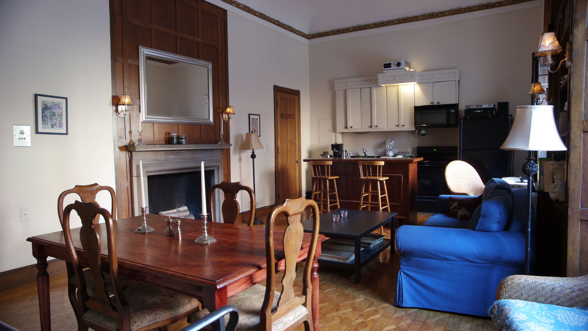 Attractive Elegant 1 Bedroom Apartment In The Heart Of Boston. 3.5 Hours To NYC