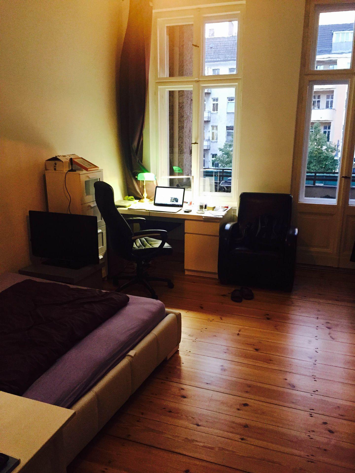 Berlin: Poetenwohnung im Prenzlauer Berg mit Balkon - Home Exchange
