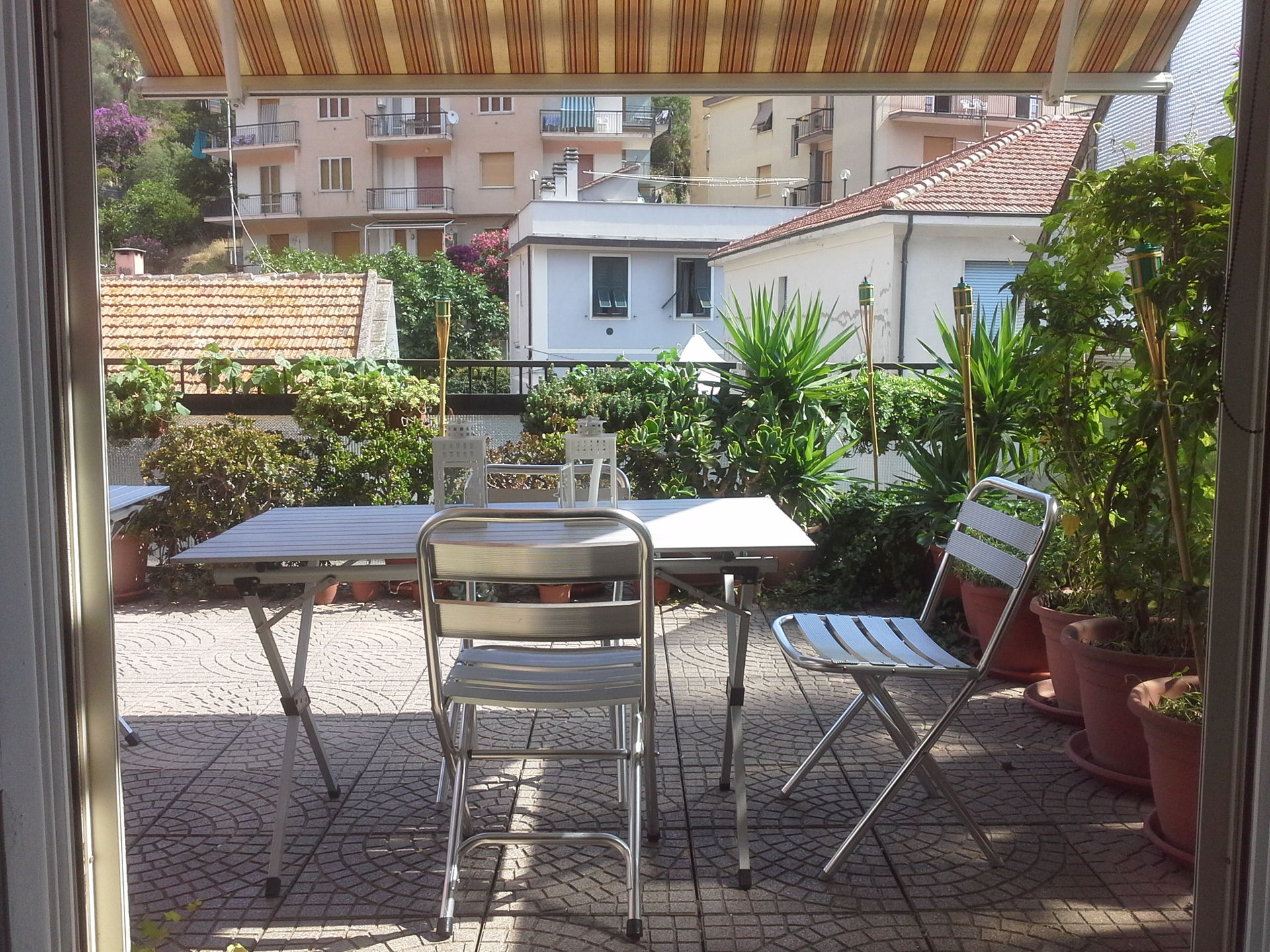 Bagni Blu Beach Vado Ligure : Noli apartment with terrace near the beach scambio casa