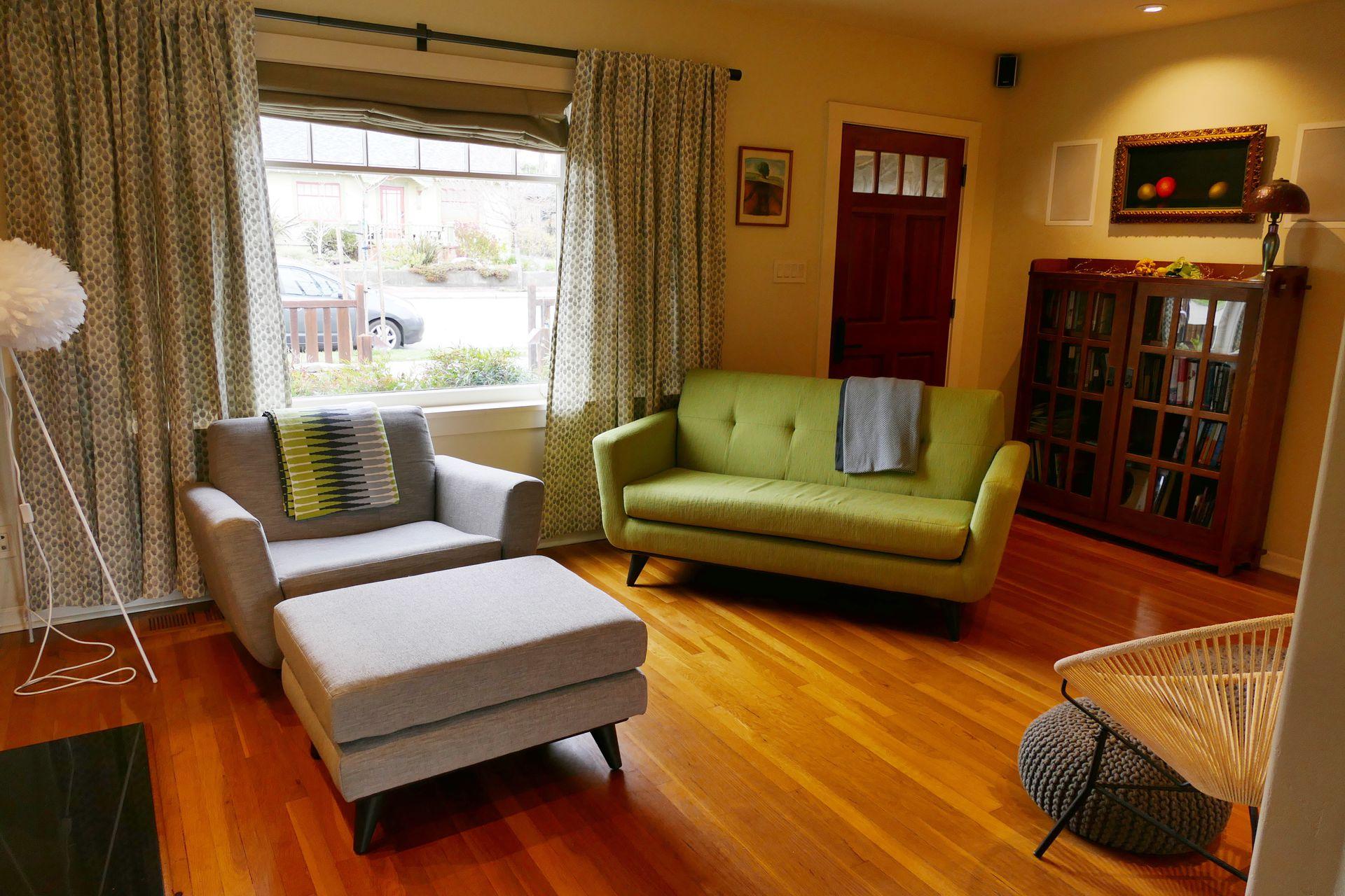 2 bd plus loft, 2-bath w/master suite, hot tub, 5 mins from beach ...