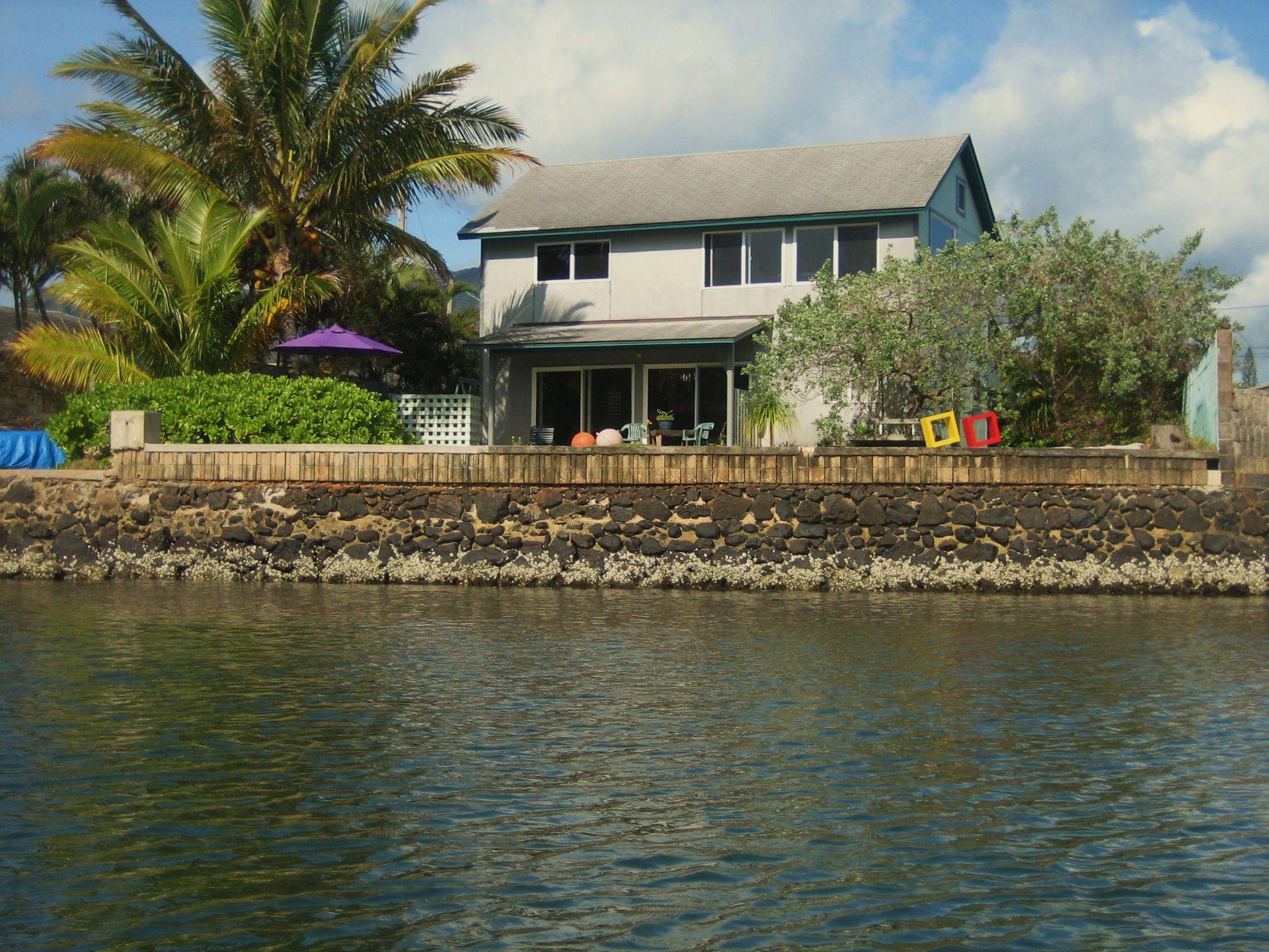 Hawaii water front house on Kaneohe Bay, Oahu, Hawaii - Home Exchange