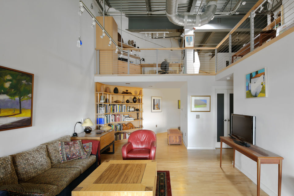 Beau Newly Renovated Loft Condo, In Chapel Hill, NC. USA.
