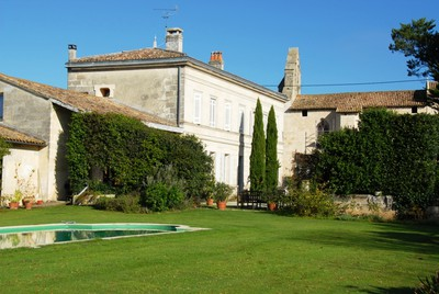 Wonderful 18th cent House in a  village  20 min St Emilion