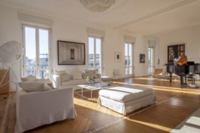 Central Milan, large, luxury flat, looking EASTER NY, SUMMER LA