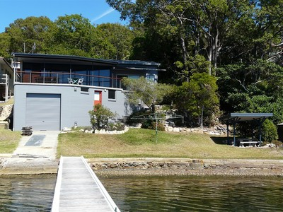 Lake Macquarie waterfront home -   Hobart Tasmania February 2019